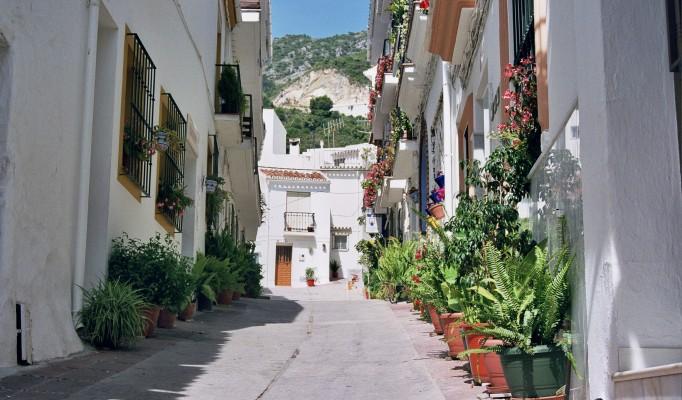 Ojen typical street